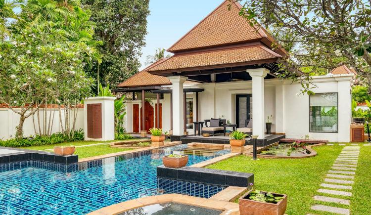 Spa pool villa garden