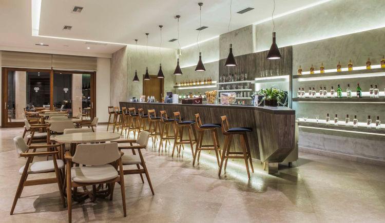 Mistral lobby bar