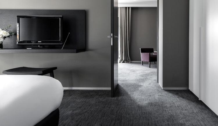 deluxe suite living