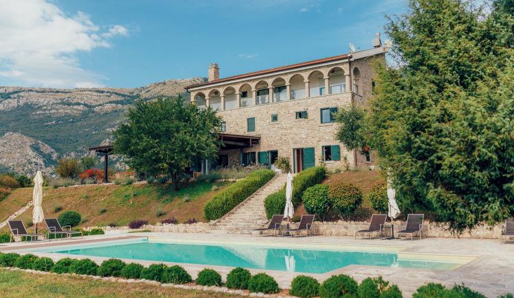 Montebay Villa 4 *