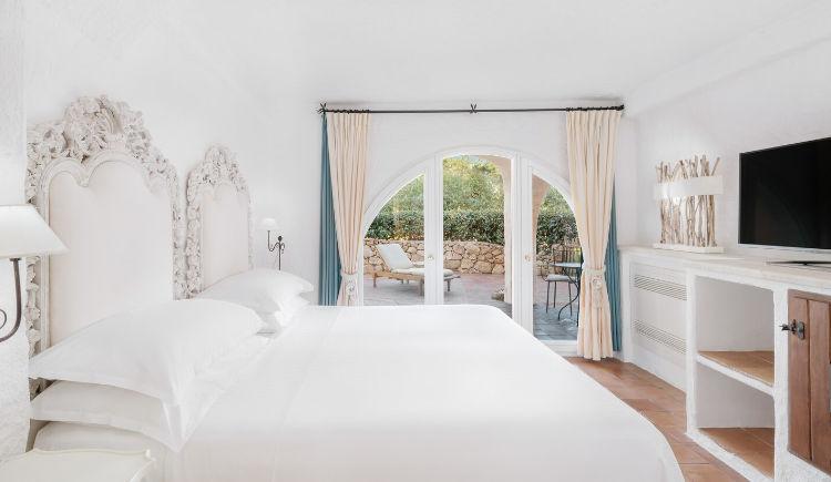 Deluxe suite guestroom