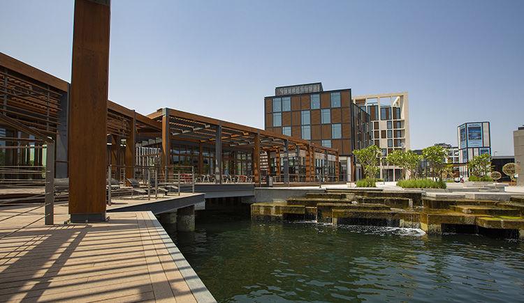 Combine Dubaï & Fujairah: Canopy by Hilton Dubai Al Seef / Fujairah Miramar Al Aqah Beach Resort 5 *